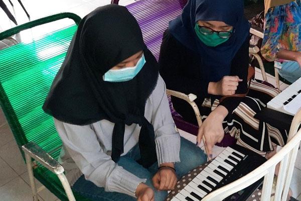 les piano surabaya