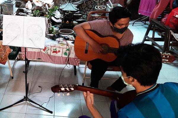les privat gitar murah